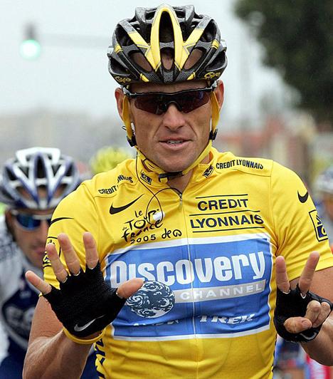 Lance Armstrong  A hétszeres Tour de France-győztes biciklista 1996-ban sikeresen legyőzte a hererákot, amelynek az agyában és a tüdejében is képződtek áttétei. A sportoló egy évvel később létrehozta a Lance Armstrong Foundationt, amely a rák elleni küzdelmet és a rákos betegek gyógyítását segíti.