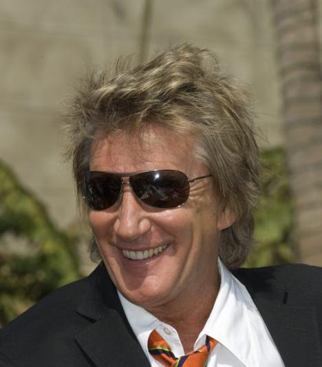 Rod Stewart  A legendás énekesnél 1999-ben fedezték fel az orvosok, hogy pajzsmirigyrákja van. 2000 júliusában műtötték meg, és habár a beavatkozás veszélyeztette rekedtes hangját, komolyabb következményei nem lettek operációnak, de énekelni újra meg kellett tanulnia.  Kapcsolódó sztárlexikon: Ilyen volt, ilyen lett: Rod Stewart »