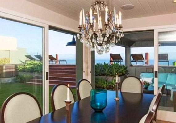 Hatalmas bulikat lehet csapni, az ebédlő egybenyitható a terasszal.