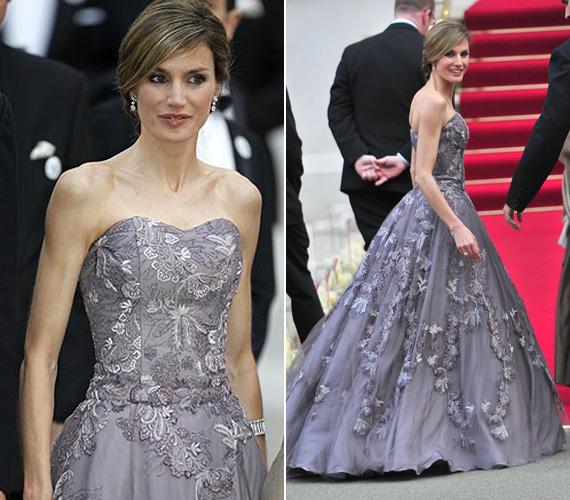 Szintén Felipe Varela keze nyomát dicséri ez a halványlila, igazán hercegnős estélyi ruha, amelyet csipkék tesznek még hercegnősebbé.