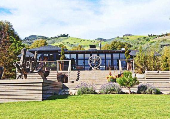 A többi hollywoodi otthonhoz képest nem is nagy a háza.