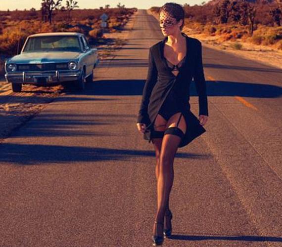 Cheryl Cole is szexi képekkel vágott vissza csalfa kedvesének.