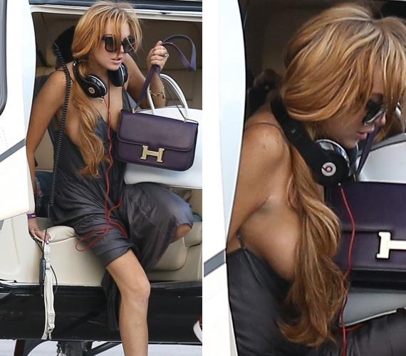 A mostanában inkább botrányaival az újságokba kerülő színésznő ruhája félrecsúszott, amikor Brazíliába megérkezve próbált kiszállni a helikopterből.