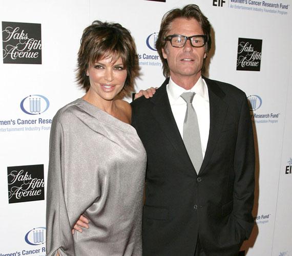 A színésznő 1997-ben ment feleségül Harry Hamlin színészhez, akitől két gyereke született.
