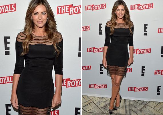 Liz Hurley mosolya sem őszinte - látszik, hogy bármennyire tökéletes is a teste, feszeng ebben a túl szűk ruhában.