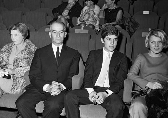 Egy régi fotó, amelyen a híres komikus, valamint a legnagyobb fia, Olivier látható.