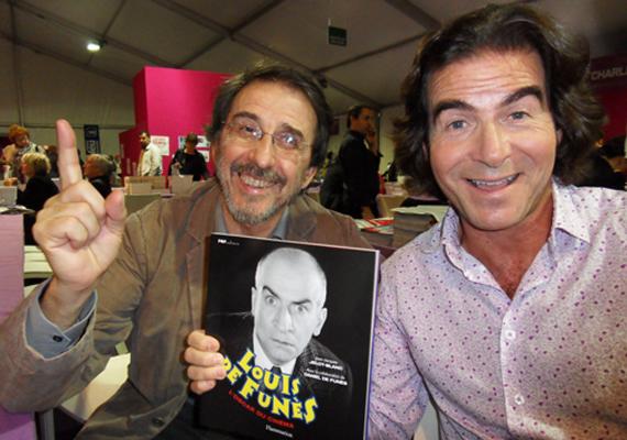 Ez a fotó Louis legkisebb fiáról, Danielről - jobbra - készült, aki idén augusztusban lett 66 éves. A kép egy 2011-es könyvbemutatón született, amelyen Daniel egy, az édesapja karrierjéről szóló kötetet szorongatott. Olivier-hez hasonlóan Daniel is belekóstolt a színészetbe, ám korántsem lett annyira sikeres, mint Louis.