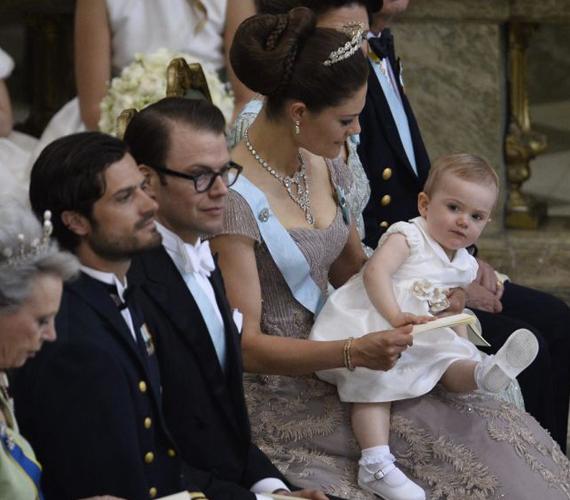 Victoria hercegnő kislányával, Estelle hercegnővel ülte végig az esküvőt.