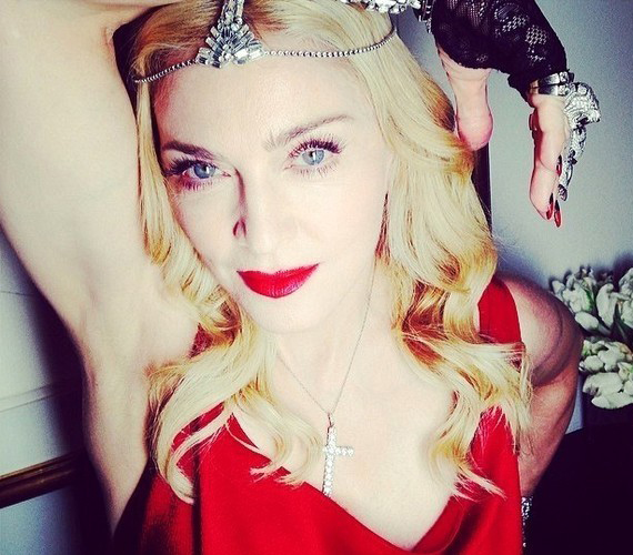 Madonna újabban fográccsal nyomul az éjszakában. Most nem derült ki, hogy felvette-e.