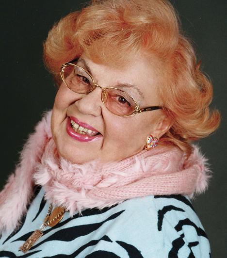 Lorán LenkeJászai Mari-díjas magyar színésznő és Érdemes művész 1966-tól a Vidám Színpadon játszik. Jókedélyű, remek humorú komika, de eszköztárában az erőteljesebb színészi eszközök is megtalálhatók. Elsősorban vígjátékokban játszott, de drámákban is emlékezetes alakítást nyújtott. A művésznő 1927. május 1-jén született Győrben.