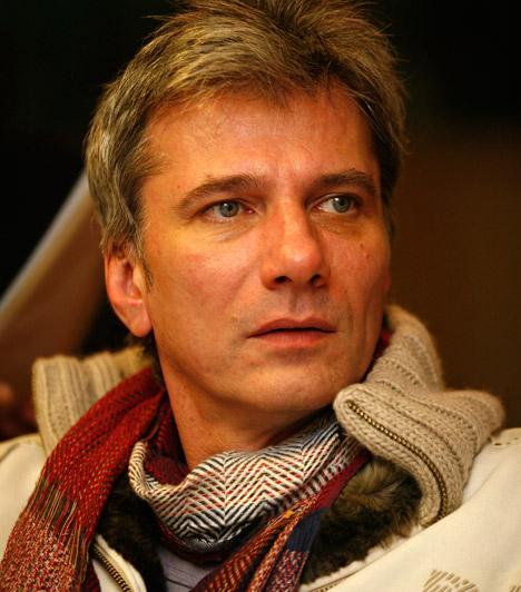 Bochkor Gábor  A Bumeráng műsorvezetőjét korábban a Sláger Rádión, majd 2010-től a frekvenciát elfoglaló Neo FM-en hallhatjuk. Bochkor Gábor 1964. március 25-én jött a világra.