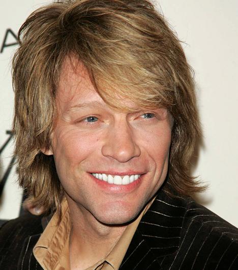 Jon Bon Jovi  A szexi rocker 1983-ban alapította a Bon Jovi bandát, mely a kilencvenes években volt a csúcson, de azóta is együtt zenélnek. A tagokból időközben családapa lett: Jon Bon Jovi még 1989-ben vette el diákkori szerelmét, Dorotheát, akitől négy gyermeke született az idők során. Jon Bon Jovi 1962. március 2-án jött világra.