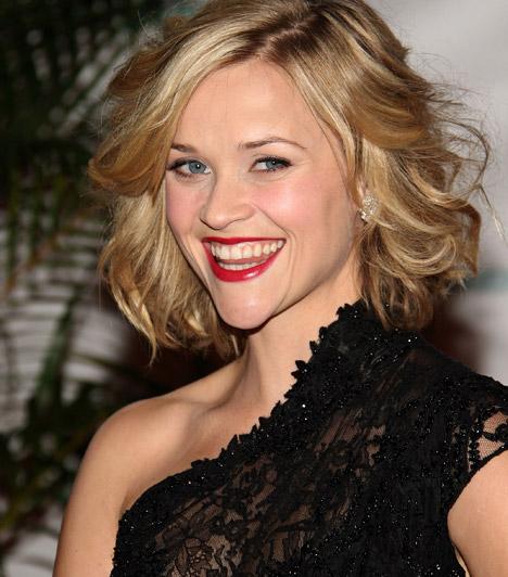 Reese Witherspoon  A bájos amerikai sztár akár egy tízest is letagadhatna korából, Doktor Szöszi kétgyermekes anyaként is kislányosan bájos.Reese Witherspoon 1976. március 22-én született.  Kapcsolódó képgaléria: Reese Witherspoon élete képekben »