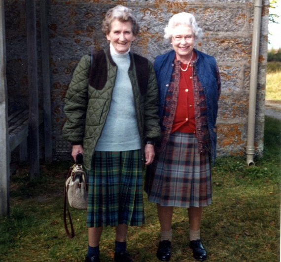 Erzsébet királynő és Margaret Rhodes barátsága egészen kisgyermek korukban kezdődött. Az uralkodónő annyira szerette Margaretet, hogy még az esküvőjére is őt kérte fel koszorúslánynak.