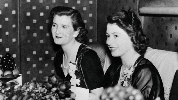 Fiatalkorukban is folyton együtt töltötték az időt hármasban - Erzsébet húga, Margaret hercegnő is gyakran csatlakozott hozzájuk.