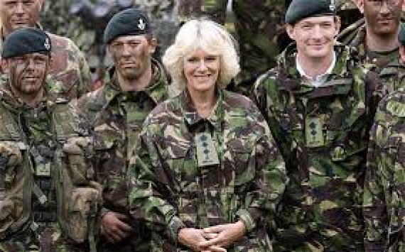 Kamilla hecegnét 2008-ban lehetett látni katonai öltözékben. Látogatása során a szárazföldi hadgyakorlatot kísérte figyelemmel, illetve oklevelet és kitüntetéseket adott át a hadsereg tagjainak.