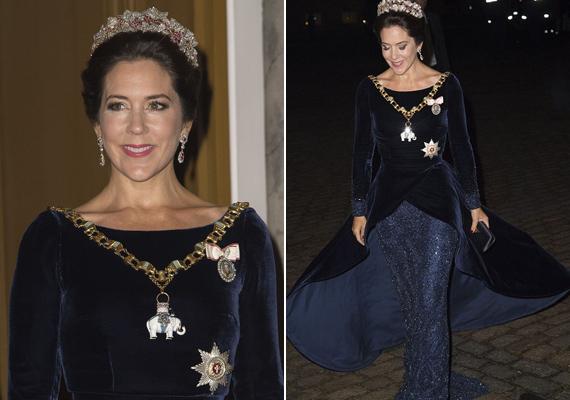 A bankettre azonban már teljes hercegnői pompában érkezett, nem véletlen, hogy őt választották meg tavaly a világ legcsinosabb előkelőségének.