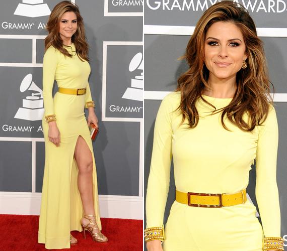 A Grammy-díjátadóra ebben a sárga, merészen felsliccelt darabban érkezett.