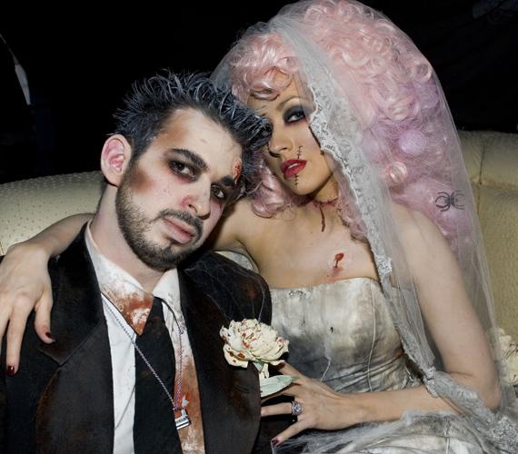 Christina Aguilera volt férjével, Jordan Bratmannel halott vőlegénynek és menyasszonynak öltözött.