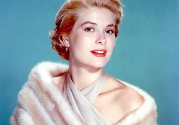 Grace Kelly Monroe-hoz hasonlóan a fehér szőrméket kedvelte, amitől még arisztokratikusabb volt a megjelenése.