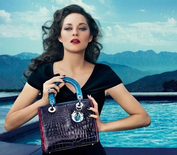 A Dior divatház arcává választották a sztárt, a Lady Dior fantázianévre hallgató táskakollekció reklámjában igazi dívaként tűnik fel.