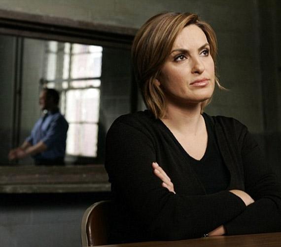 Az Esküdt ellenségek című sorozatban 12 éve ölti magára Olivia Benson nyomozónő alakját.