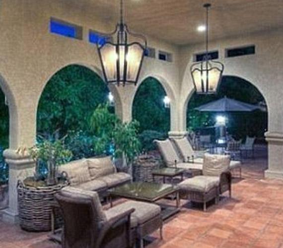 A terasz kifejezetten a mediterrán hangulatot idézi.