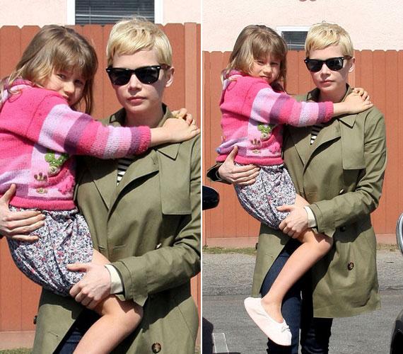 Édesanyjával 2012 februárjában fotózták le. Itt már egy hatéves nagylány néz a kamerába.