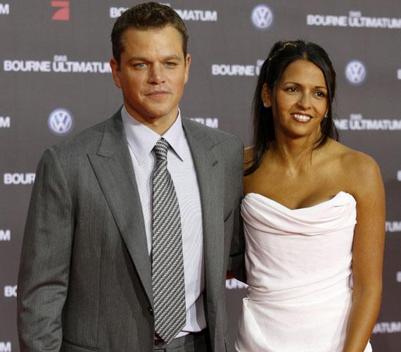 Matt Damon 2005 óta él boldog házasságban feleségével, Luciana Bozan Barrosóval, aki korábban bárpultosként dolgozott.
