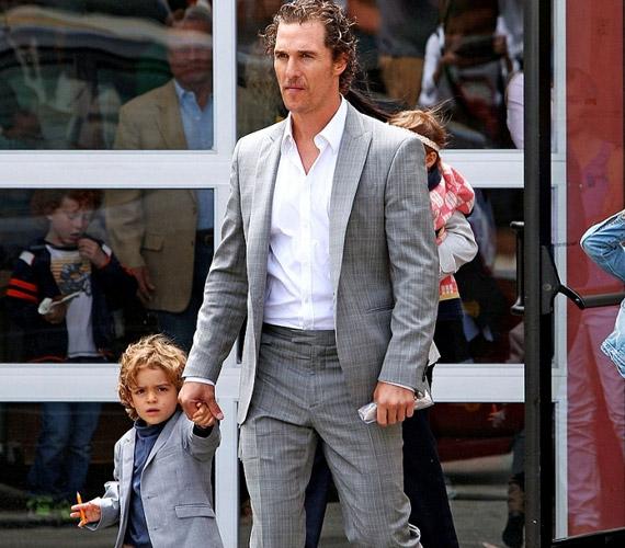 Apa és fia összeöltözött - mindketten nagyon elegánsak voltak.