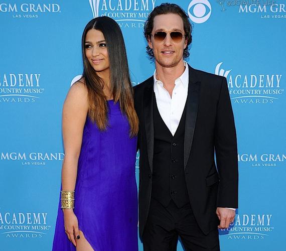 2006-ban ismerkedett meg Camila Alves-szal, akivel azóta boldog párkapcsolatban él.