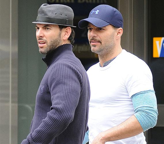 Ricky Martin 2010-ben ismerte el, hogy meleg, majd egy évvel később Oprah show-jában azt is elárulta, hogy együtt él valakivel. Ő volt Carlos Gonzalez közgazdász, akivel együtt is nevelték az énekes 2008-ban született ikerfiait - a kicsiket egy béranya hordta ki. Ricky Martin és Carlos Gonzalez kapcsolata idén januárban ért véget, közleményben tudatták a világgal a hírt.