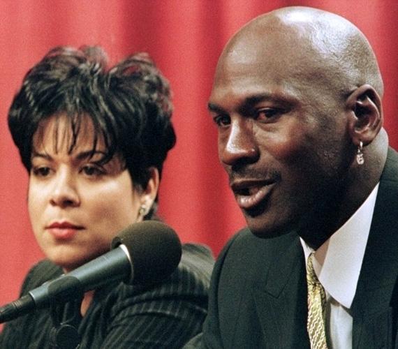 Az NBA-sztár kosaras Michael Jordan 168 millió dollárt fizetett a váláskor Juanita Vanoynak. Az 1989-ben, Las Vegasban kötött házasságot követő harmadik évben benyújtotta a válási keresetet, amit végül visszavont.