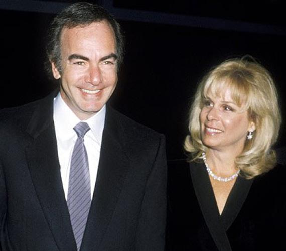 Neil Diamond számára a hivatalosan is külön élet egykori produkciós asszisztensétől, Marcia Murphey-től 150 millió dollárjába került, ám az énekes nem bánta, szerinte egykori felesége minden pénzt megért.