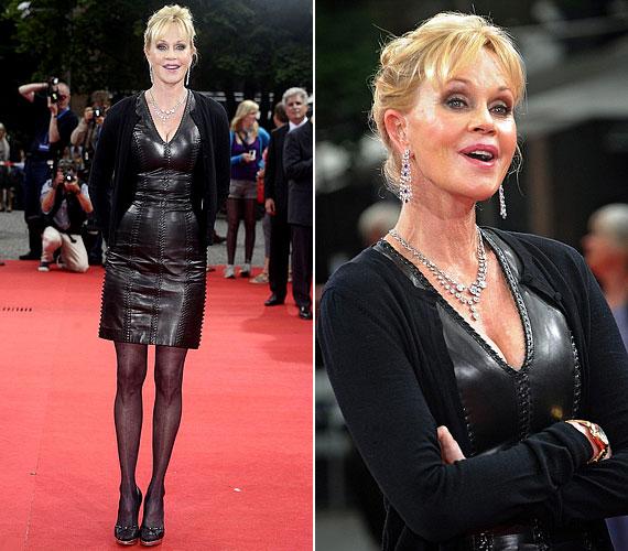 A Müncheni Filmfesztiválon bőrruhában jelent meg, alakjára egyáltalán nem lehet panasz.