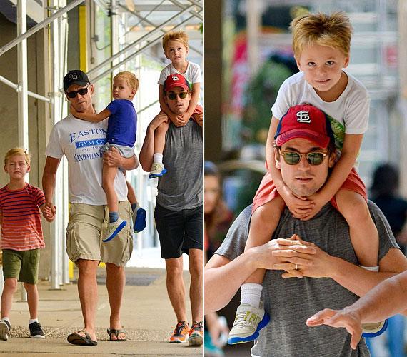 Matt Bomer sorozatsztár újságíró párjával három fiút nevel. Legidősebb gyermekük, az ötéves Kit a sármőr előző kapcsolatából született, a hároméves ikrek, Walker és Henry pedig partnere fiai.