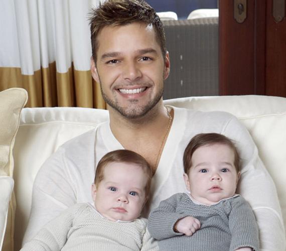 A 39 éves Ricky Martin ikreinek, Matteónak és Valentinónak egy béranya adott életet 2008 augusztusában.
