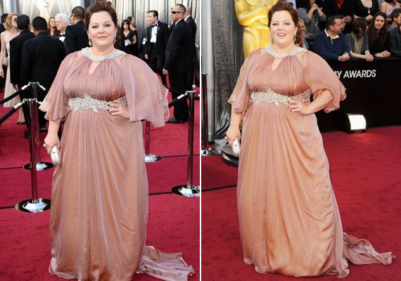 Számos negatív kritika érte a színésznőt a súlya miatt. Hiába jelölték tavaly Oscar-díjra, egyik nagy tervező sem volt hajlandó ruhát készíteni neki.