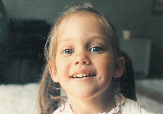 Ez az édes kislány nem más, mint Meryem Uzerli gyerekként. A rajongók azt remélik, hogy kislánya, akinek arcáról még sohasem posztolt fotót, legalább ilyen édes.