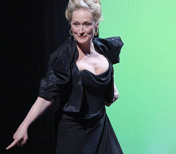 A történet azzal kezdődött, hogy miután Meryl Streepet a színpadra szólították, a színésznő elhagyta az egyik cipőjét a lépcsőn.
