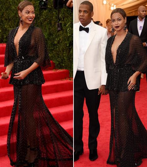 Beyoncé  Az énekesnő egyrem erészebb, a Met-gálára egy áttetszőGivenchy darabban érkezett, mely nem sokat bízott a fantáziára. Kapcsolódó cikk: Most lebukott! Beyoncé Photoshoppal karcsúsította magát új képein »