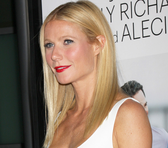 Gwyneth Paltrow is a 4744 áldozat között volt, akinek a telefonját évekig lehallgatta a News of the World magazin, derült ki a rendőrségi jelentésből 2012-ben. Mellette olyan illusztris sztárok szerepelnek a listán, mint David és Victoria Beckham, Angelina Jolie, Elisabeth Hurley színésznő, Elle McPherson modell vagy Jude Law színész.