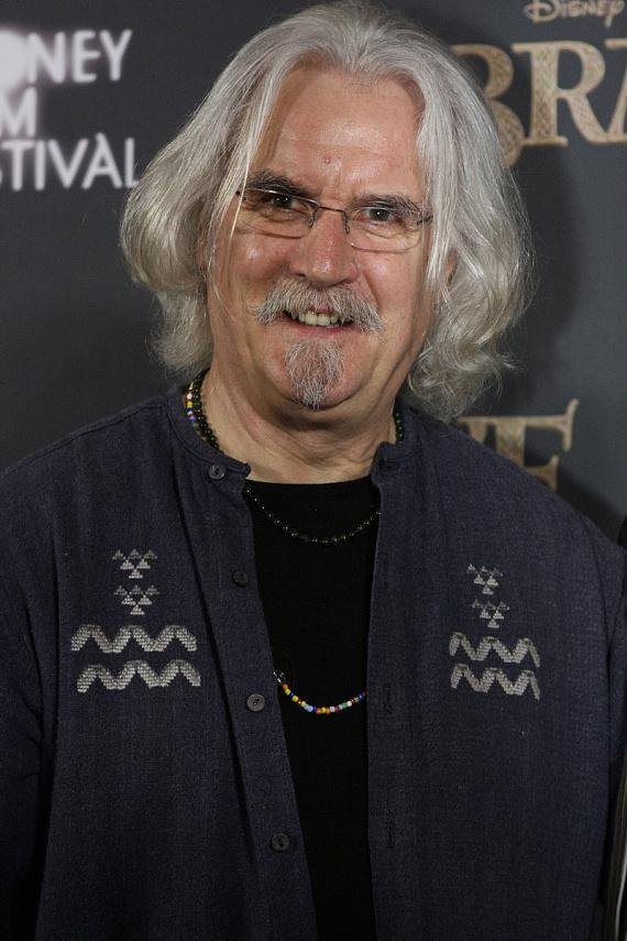 Billy Connolly betegségére 2013-ban derült fény. A színész akkor vizsgáltatta ki magát, amikor egyre többször felejtette el a szövegét a forgatások során.