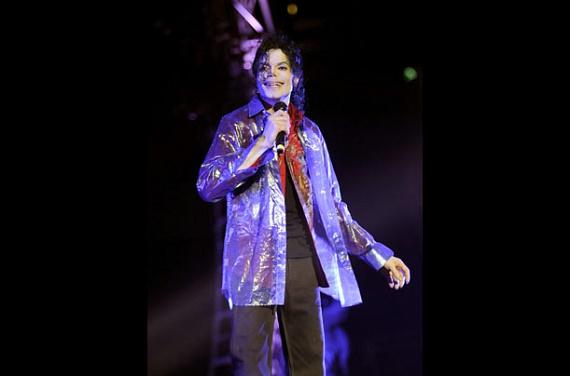 Másodpercenként két jegyet értékesítettek a nyári koncertturnéra. A 13-szoros Grammy-díjas előadó hirtelen halála az egész világot megrázta.