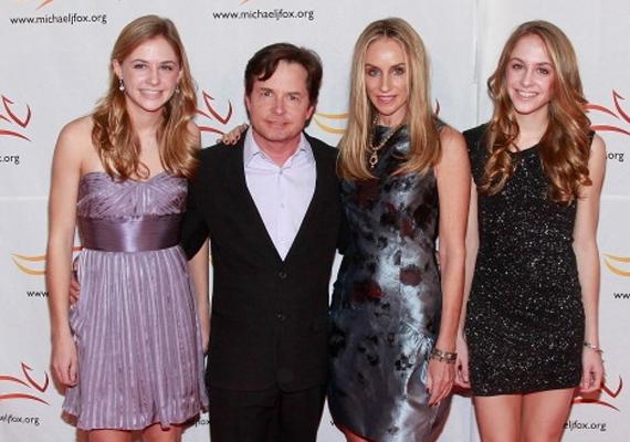 Édesapjuk nagyon büszke a lányokra. Aquinnah főállású balerina, míg Schuyler a Pomonai Főiskolán tanul.