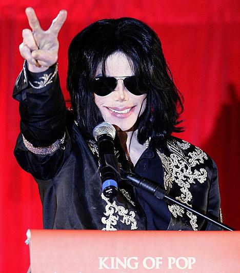 A 13-szoros Grammy-díjas sztár tízéves csend után, 2009 nyarára tervezte ötven fellépésből álló maratoni koncertsorozatát, melyet a londoni O2 Arenában rendeztek volna meg. Ám erre már nem kerülhetett sor, Michael Jackson 2009. június 25-én elhunyt - óriási űrt hagyva maga után a zene világában és rajongók millióinak szívében.  Kapcsolódó cikk: Gyász! Szívrohamban elhunyt Michael Jackson »