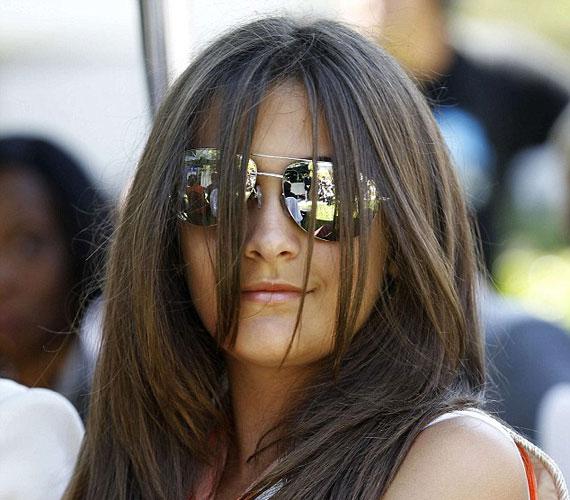 A ferde napszemüveg ellenére mindenkinek szemet szúrt, hogy a 13 éves Paris milyen elbűvölő hölggyé érett az elmúlt évek során.