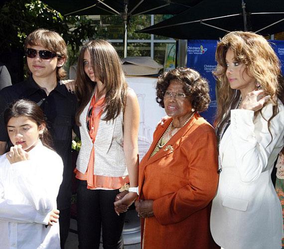 Az eseményre elkísérte a gyerekeket LaToya Jackson és nagymamájuk, Katherine Jackson is.