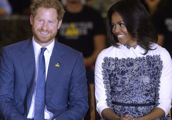Az elnök felesége egész este huncut beszólásokkal szórakoztatta a közönséget, Harry herceg bele is pirult.