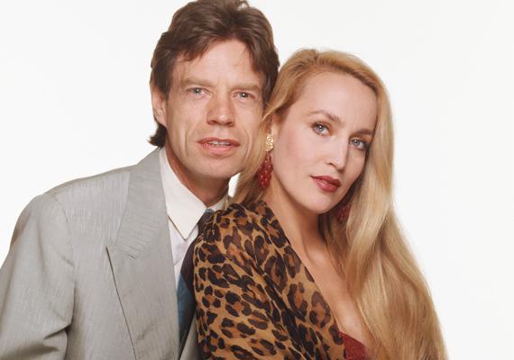 Mindenkit meglepett Mick Jagger és Jerry Hall válása. A modell most tudott túllépni exén, néhány hete ment férjhez Rupert Murdoch médiamogulhoz.